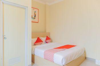 OYO 1524 D' Paseban Near RS St. Carolus Jakarta - Deluxe Double Room Regular Plan