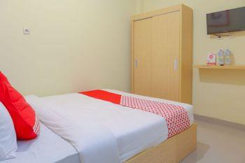OYO 1524 D' Paseban Near RS St. Carolus Jakarta - Standard Double Room Regular Plan