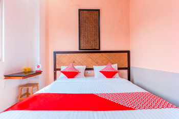 OYO 1229 Dc Hotel Pramuka Near RS St Carolus Jakarta - Deluxe Double Room Regular Plan