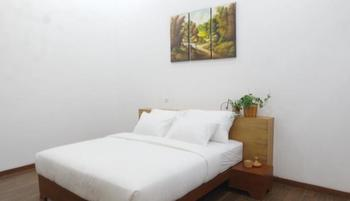 Pondokan Tjiburial Bandung - Albasiah Non Smoking  Double Bed Room Only Regular Plan