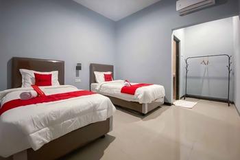 RedDoorz Syariah near T2 Juanda Airport 2 Sidoarjo - RedDoorz Twin Room Last Minute