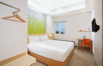 Zest Hotel Parang Raja Solo Solo - Zest Hollywood Room Only Regular Plan