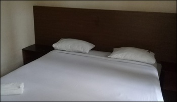 RF Hotel Puncak - Deluxe Room AC SAFECATION