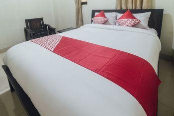 OYO 1872 Sakinah Grand Soabali Hotel Ambon - Deluxe Double Room Last Minute Deal