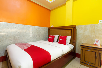 OYO 3727 Homestay Gayatri Sawojajar Malang - Deluxe Double Room Regular Plan