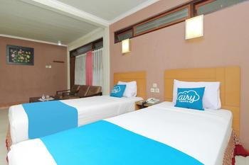 Airy Kaliwates Gajah Mada 233 Jember - Deluxe Twin Room with Breakfast Special Promo Dec 45