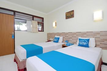 Airy Kaliwates Gajah Mada 233 Jember - Standard Twin Room with Breakfast Special Promo Oct 50