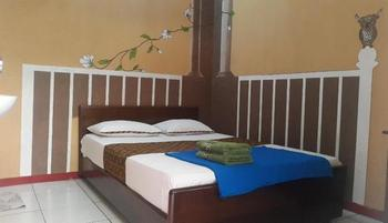 Hotel Monica Yogyakarta - Deluxe Min 3