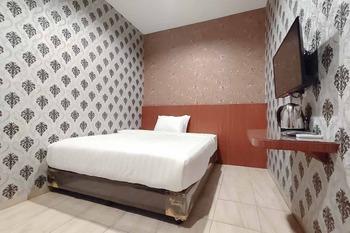 RedDoorz Plus@ Jalan Letda Sujono Medan 2 Medan - RedDoorz Deluxe Room Basic Deal