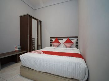 OYO 1333 Costarina Palembang - Standard Double Room Regular Plan