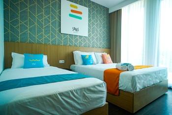 Sans Hotel Box Mansion Surabaya Surabaya - Family Room Best Deal