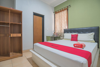 RedDoorz Syariah near Krida Nusantara Bandung - RedDoorz Room 2 Night Stay 15%