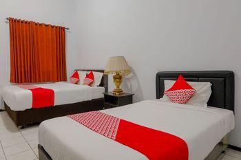 OYO 1362 Ciliwung Family Residence Malang - Suite Triple Regular Plan