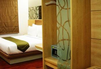 Citihub Hotel at Arjuna Surabaya - Deluxe King Regular Plan