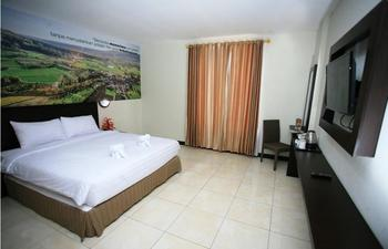 Kyriad Grand Master Purwodadi - Deluxe Double Bed Room Only Basic Deal