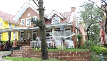 Santibi's Villa Kota Bunga Holland