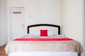 RedDoorz near Kebun Raya Bogor 2 Bogor - RedDoorz Deluxe Room with Breakfast Regular Plan