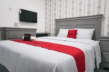 RedDoorz Plus @ Tlogomas Malang - RedDoorz Room Regular Plan
