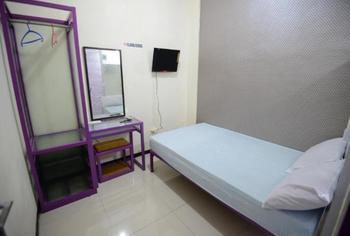 Budget Room near Universitas Airlangga Surabaya (K98) Surabaya - Standard Room Regular Plan