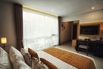 The Cakra Hotel Bali - Deluxe Suite  Room Only October Promotion