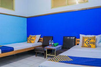SPOT ON 1708 Hotel Budi Famili 1