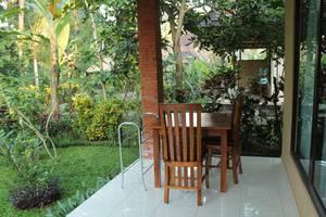 Coco Alami Guesthouse Bali - Teras