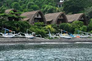 Kawi Karma Beach Cottages Amed - pemandangan dari samping