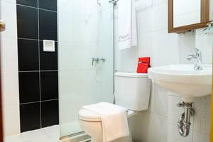 RedDoorz Plus near Pekanbaru Mall Pekanbaru - Kamar Mandi