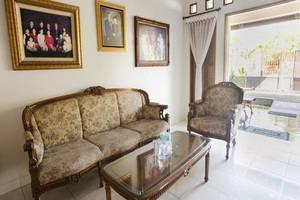 Santo Guest House Surabaya - Ruang tamu