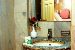 John's Pardede International Hotel Jakarta - Kamar mandi