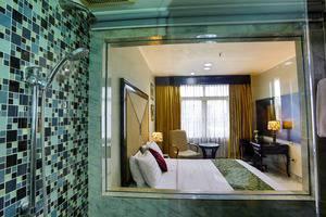 John's Pardede International Hotel Jakarta - Kamar Deluxe dan fasilitas