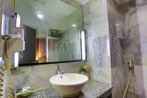 John's Pardede International Hotel Jakarta - Kamar Mandi Superior
