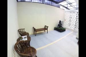 Padma Laguna Guest House Yogyakarta - Smoking Room