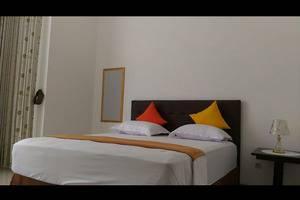 Padma Laguna Guest House Yogyakarta - Deluxe Double