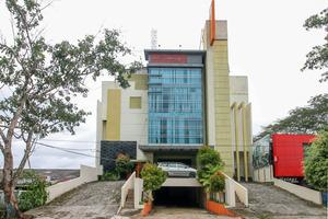 Airy Kendari Barat Diponegoro 75 Kendari - Hotel Building
