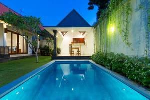Paisa Villa Seminyak - Kolam Renang