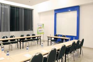 POP! Hotel Kelapa Gading - Meeting Room