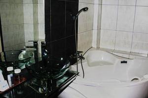 Hotel Cosmo Jambi - Kamar mandi