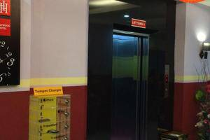 Hollywood Hotel Jakarta - Lift