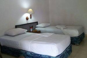 Hotel Silintong Samosir - KAMAR STANDART TWIN