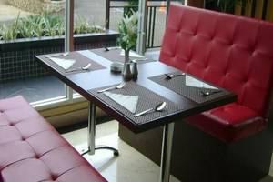 M-one Hotel Bogor - Meja Makan