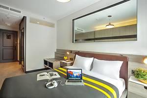 Rooms Inc Hotel Semarang - Queen Bed