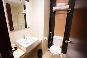 Solaris Hotel Malang - Bathroom