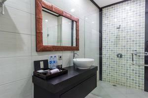 RedDoorz @Shri Lakshmi Seminyak Bali - Kamar mandi