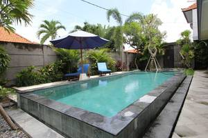 RedDoorz near Canggu Club 2 Bali - Kolam Renang