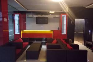 Hotel Srikandi Bandara Jogja - lobby dengan mini bar
