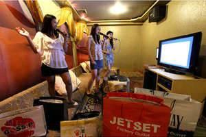 Serela Riau Hotel Bandung - Carerra Karaoke