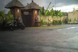 Balangan Garden Bungalow Bali - areal parkir