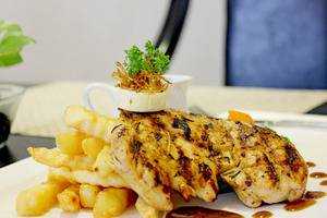 D'Salvatore Art & Boutique Hotel Yogyakarta - Grill Breast Chicken