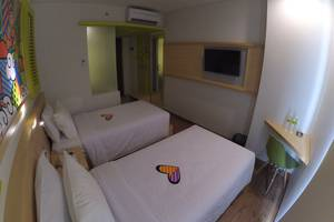 MaxOneHotels at Kramat Jakarta - Twin Happiness Bed